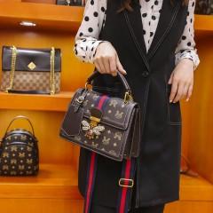2020新款潮欧美时尚复古单肩包女士印花软皮斜跨包手提小包